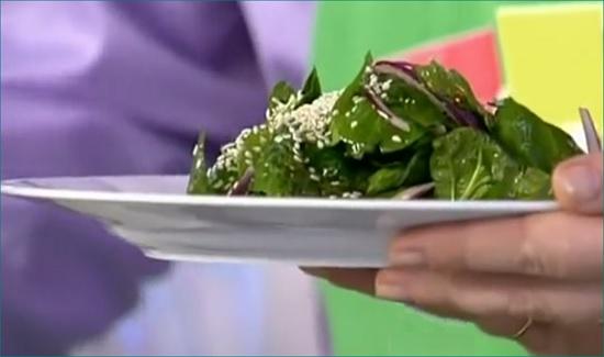 Салат из шпината с кунжутом