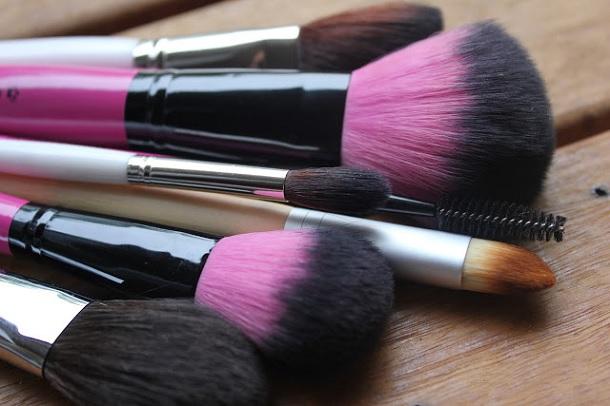 Кисти для макияжа у леди в 21 веке