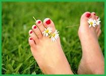 красим ногти на ногах лаком